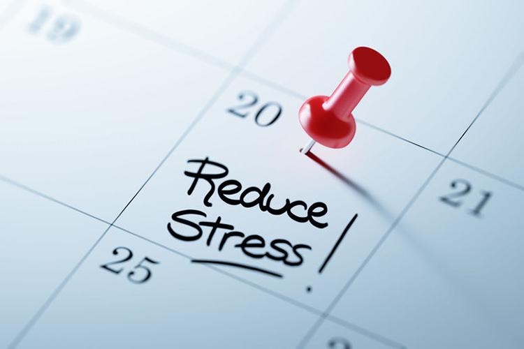 Foto van een kalender met de tekst 'Reduce Stress!' - Optimassage: massages op locatie voor bedrijven en particulieren